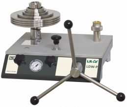 Chuẩn áp suất kiểu piston cấp chính xác  0.008%